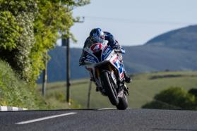 TT 2016: Hutchinson doubles up with Superstock win and lap record